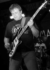 Mick Wilson Coralspin bassist